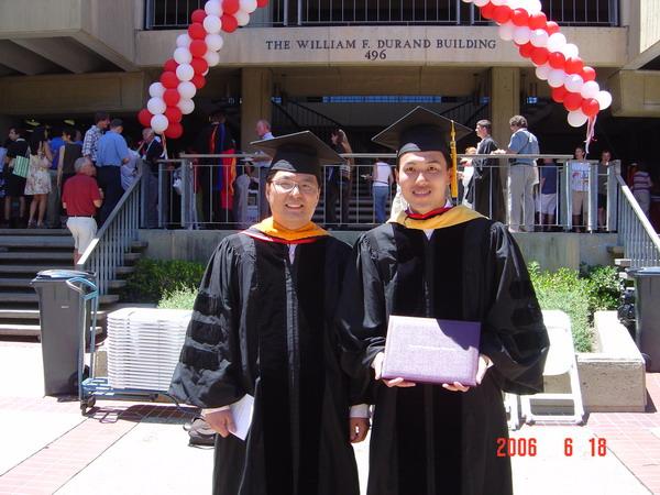 和Kyeongjae Cho教授在博士毕业典礼上的合影